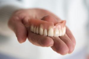 Привыкание к съёмным зубным протезам