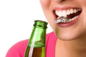 Вред алкоголя зубам